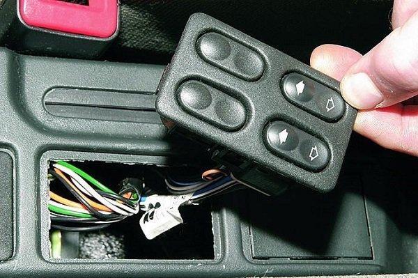 Неисправности, их устранение, ремонт и замена кнопки стеклоподъемника