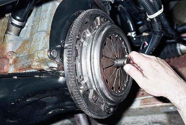 Замена сцепления ВАЗ 2110 своими руками: пошаговая инструкция и видео