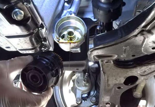Как заменить масляный фильтр Тойота Королла: пошаговая инструкция и фото