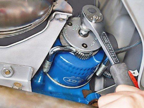 Замена моторного масла в LADA Granta: пошаговая инструкция, фото и видео