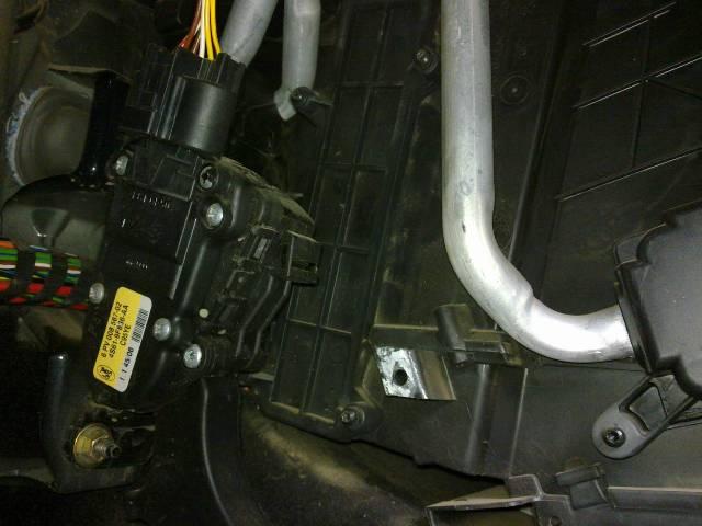 Процесс замены салонного фильтра в Ford Fusion: фото- и видеообзор