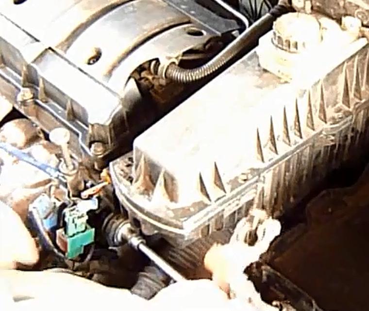 Как самому провести замену воздушного фильтра в Citroen C4: фото и видео