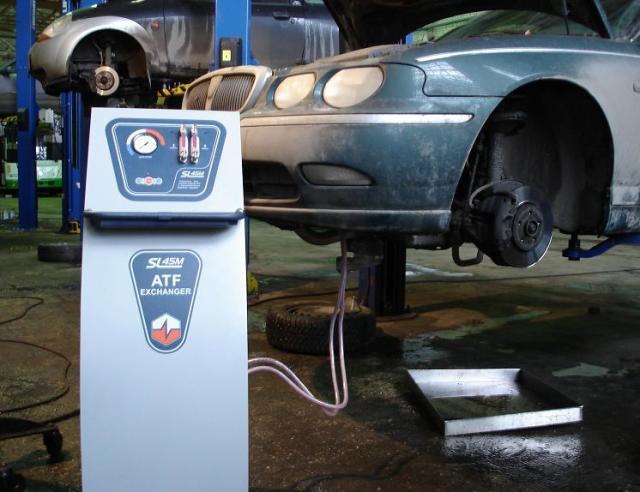 Когда и как часто нужно менять масло в автоматической коробке передач