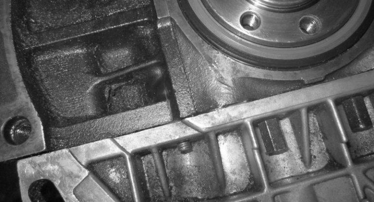 Основные причины почему течет и пенится масло из КПП: фото- и видеообзор