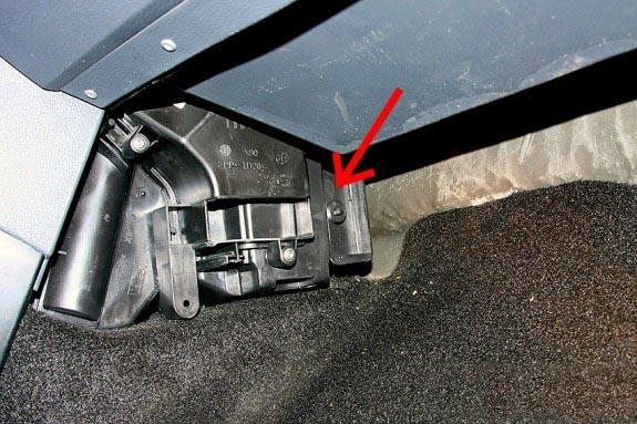 Процесс замены салонного фильтра в автомобиле Renault Logan: фото и видео