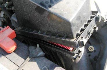 Как провести замену воздушного фильтра на Nissan Almera Classic
