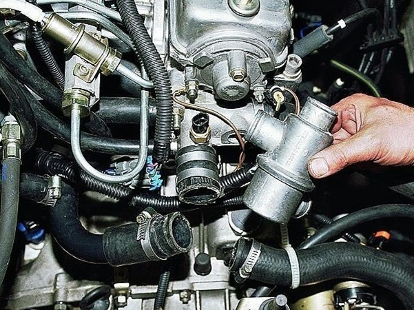 Подробная инструкция по самостоятельной замене термостата на ВАЗ 2114
