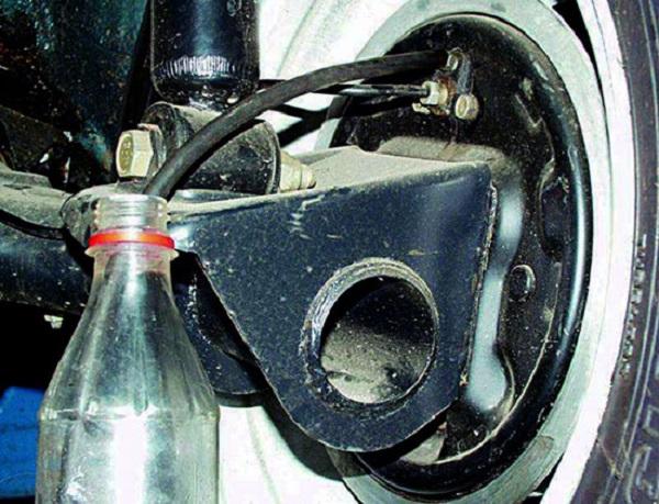 Самостоятельно меняем тормозную жидкость на ВАЗ 2110