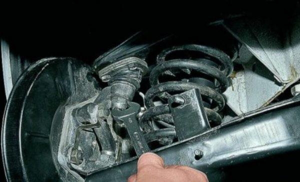Как самостоятельно проверить и заменить шаровые опоры на ВАЗ 2107