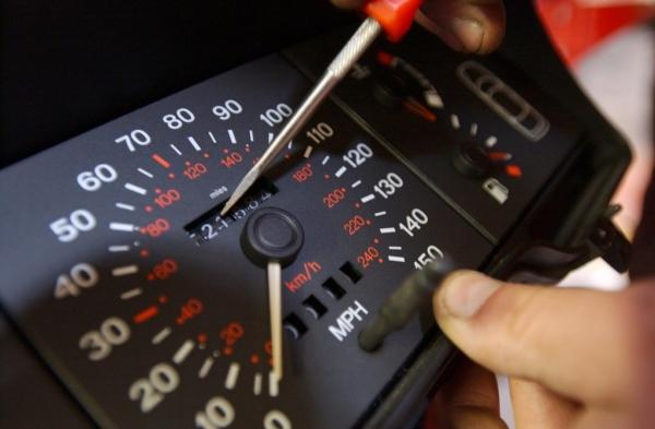 Как определить скручен ли пробег на машине