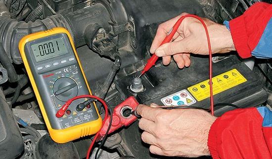 Как проверить утечку тока на автомобиле мультиметром и устранить
