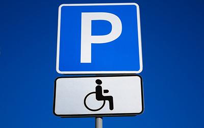 Разрешена ли парковка на тротуаре? Можно ли парковаться на газоне, тротуаре возле дома, во дворе жилого дома и на местах для инвалидов