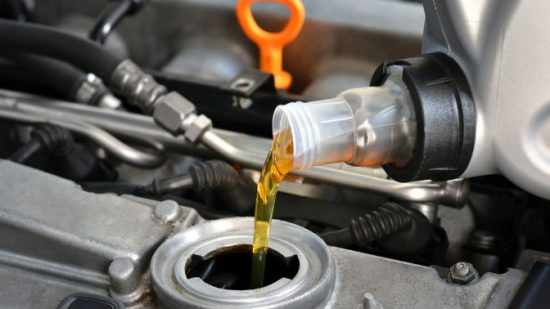 Сколько масла нужно заливать в коробку передач