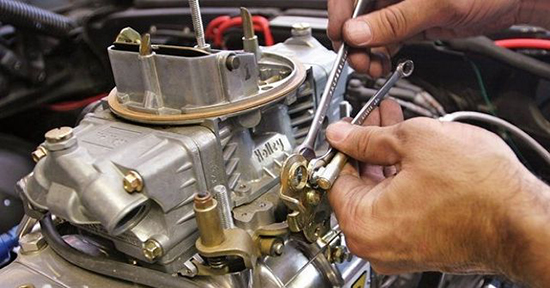 Машина дергается при нажатии на педаль газа: основные причины и способы их устранения