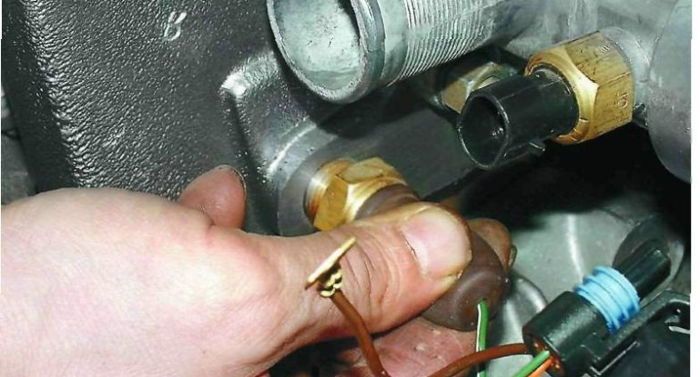 Схема и замена датчика температуры охлаждающей жидкости, включения вентилятора и ДТВС ВАЗ 2110
