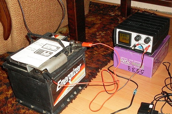 Как зарядить аккумулятор автомобиля зарядным устройством: порядок правильной зарядки АКБ