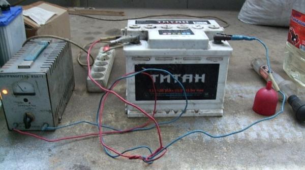 Сколько нужно заряжать аккумулятор автомобиля зарядным устройством (время зарядки)