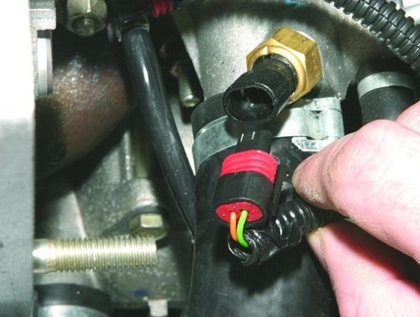 Датчик температуры охлаждающей жидкости ВАЗ 2114 инжектор: где находится температурный регулятор