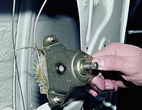 Как установить электростеклоподъемников на ВАЗ 2107: установка и замена, схема стеклоподъемника
