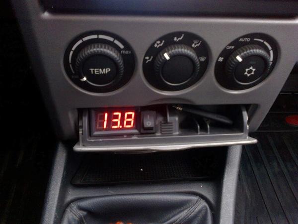 Цифровой и ламповый вольтметр автомобильный в прикуриватель своими руками: схема подключения в авто