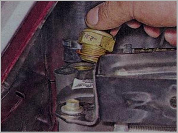 Где находится датчик включения вентилятора ВАЗ 2107 и указатель температуры охлаждающей жидкости