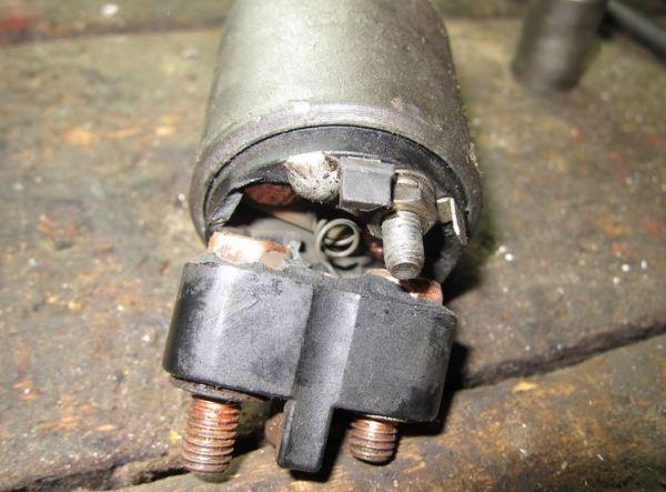 Стартер не щелкает, но крутит двигатель (плохо, медленно, долго, туго, слабо или тяжело): причины