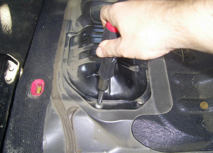 Самостоятельная замена топливного фильтра Mitsubishi Outlander