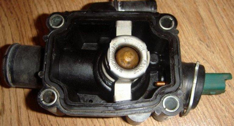 Как устранить течь термостата на автомобиле Citroen С4