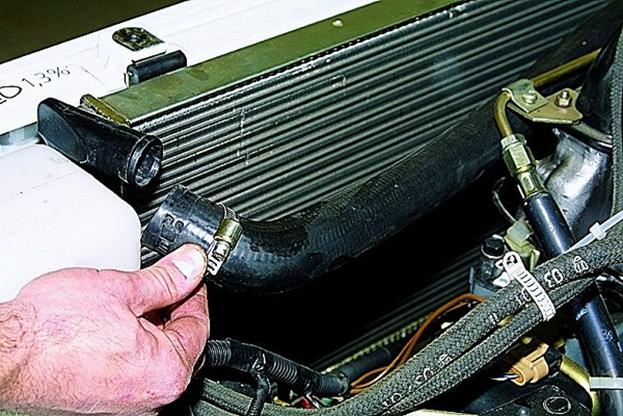Как самостоятельно поменять радиатор охлаждения Нива Шевроле