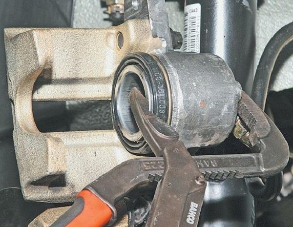 Замена тормозных колодок Лада Ларгус