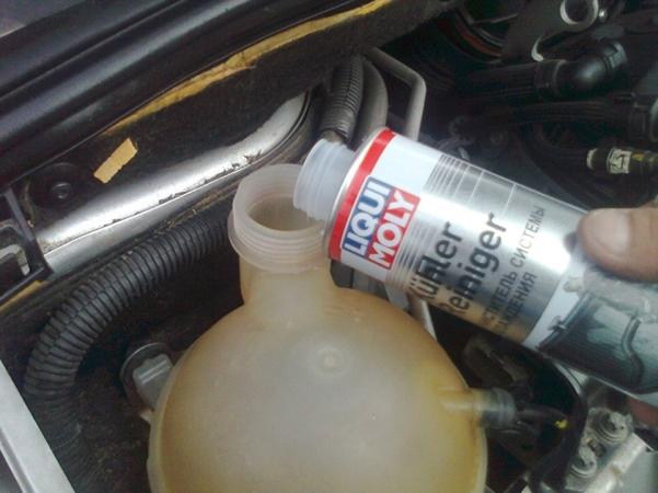 Как заменить антифриз на Пежо 308 в условиях гаража