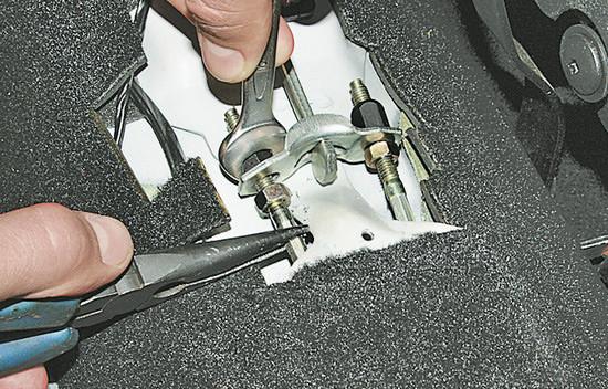Самостоятельная замена тросика ручного тормоза на автомобиле Chery Amulet