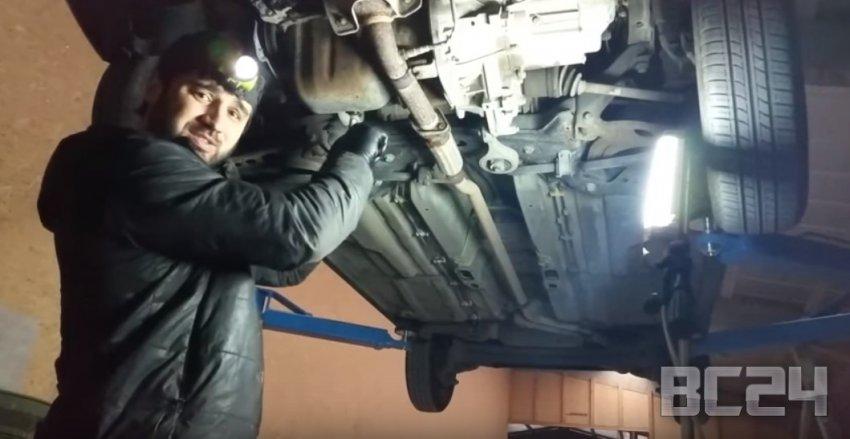 Как правильно менять масло в двигателе - чем промывать?