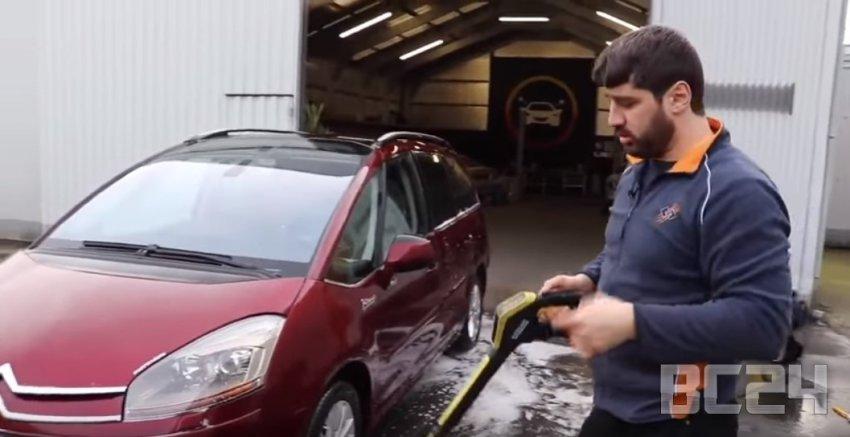 Как правильно мыть машину: отбить грязь, намылить, смыть