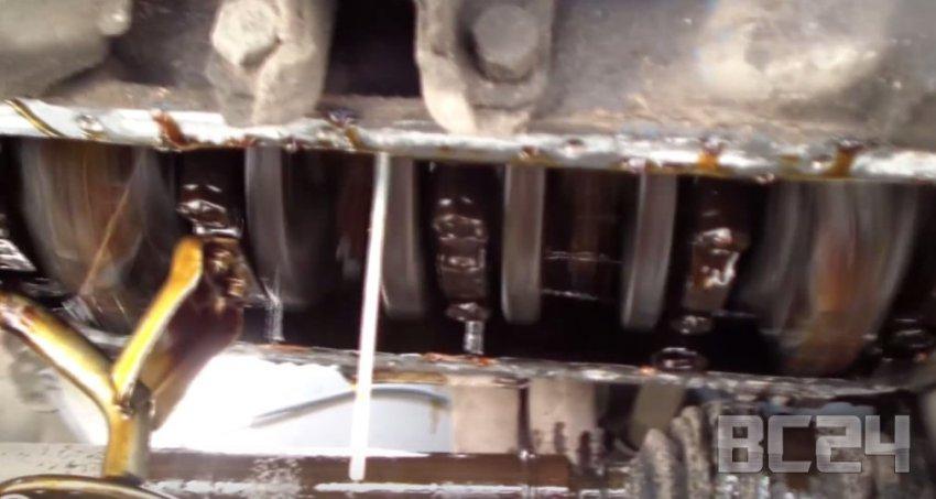 Что будет если двигатель работает без масла - видео эксперимент