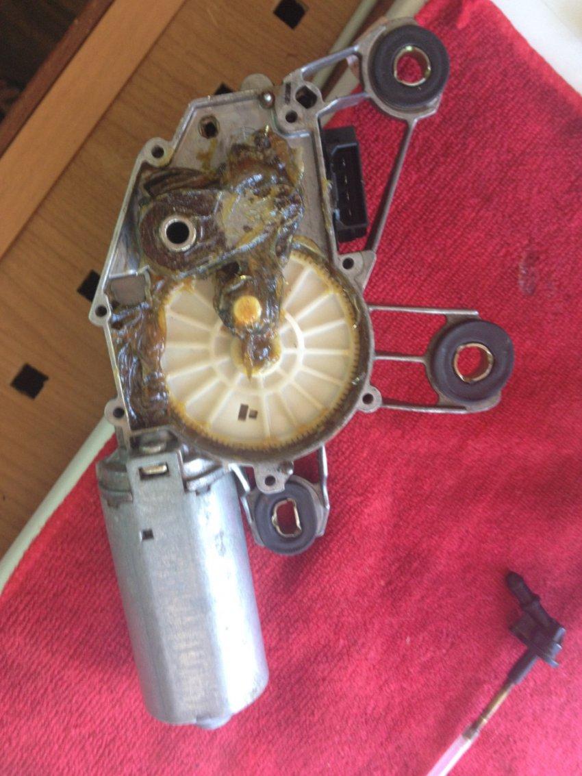 Ремонт заднего дворника на автомобиле Volkswagen Golf 3